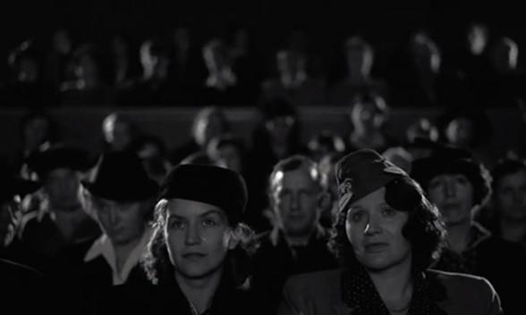 Heimat, une chronique allemande - Film 3 : Un Noël extraordinaire / Sur les routes du Reich (1935-1938)